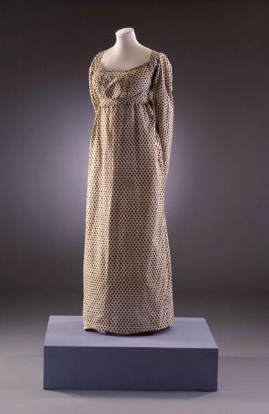Long cream printed dress. Number: BATMC I.09.940. Cotton, woven and printed, 1810-1814. Fashion Museum, UK.