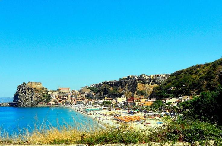 L'estate si avvicina. La spiaggia di marina grande a Scilla.  by B Chianalea 54 http://www.bbscilla.it