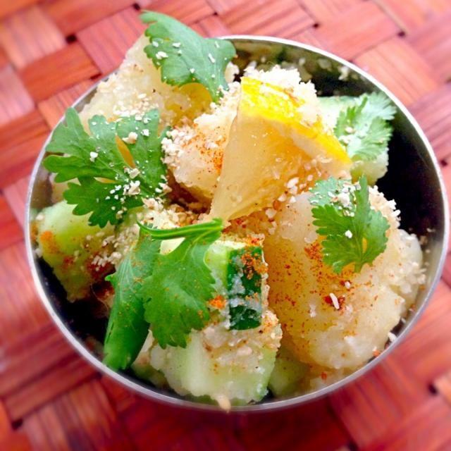 """気になるネパール料理ʕु-̫͡-ʔु""""食材もスパイスも揃っていたので、昨夜見てから今宵のメニュー決定素敵メニューありがとうございます✨初体験(*≧艸≦)チビ〜ズは胡麻マヨ、私はスパイシー仕上げで癖になるお味ですね - 75件のもぐもぐ - Inspired from Sevensea73's Alu Ko Achaar七海さんのアル アチャール by Ami"""