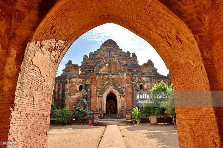 Dhamma Yan Gyi entrance temple, Bagan, unesco ruins, Myanmar. Asia. #getty #photographe #photo #image  #images #temple #bouddhisme  #religion #stupa #photographie #ancien#histoire #unesco #khmer #birmanie #terre #cuite #architecture #arch #cintré
