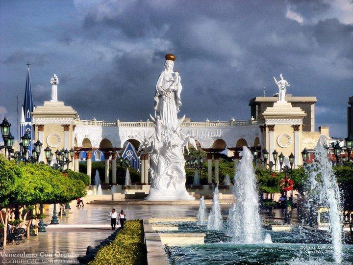 Monumento a la Virgen de la Chiquinquirá, Maracaibo Edo ...