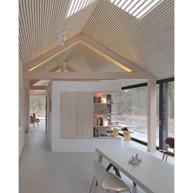 Upea rimakatto! Tämä sävy on täydellinen! #ideakuva #inspirationpic #woodceiling #rimakatto #ceiling #modernhome