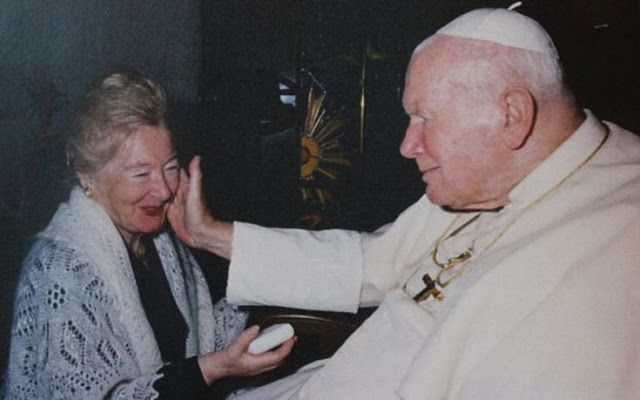 Εκατοντάδες γράμματα και φωτογραφίες που αφηγούνται την ιστορία της στενής σχέσης του Πάπα Ιωάν...