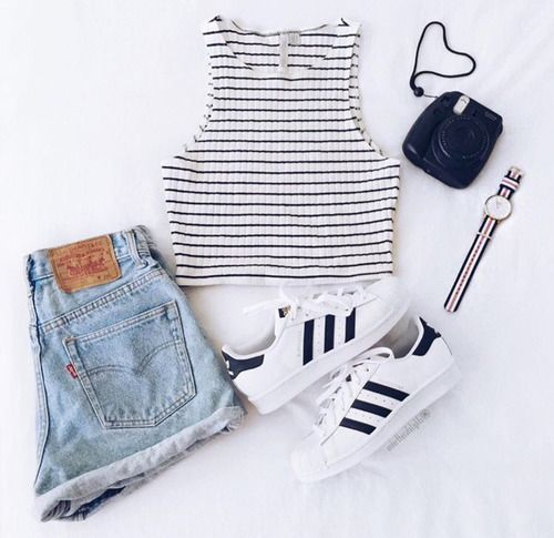 this is perf for a sunny and hot day. imagine a day with your girlfriends at mall or just hanging  out