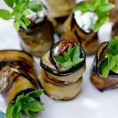 Découvrez la recette Roulés d'aubergine au chèvre frais sur cuisineactuelle.fr.