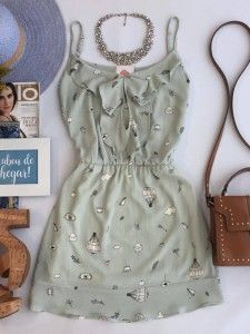 Compre Vestido - Moda Feminina na loja Estação Store com o menor preço e ande sempre na moda. Um vestido é uma peça da indumentária feminina que possui formas e comprimentos variáveis, podendo ser de uma única peça ou ainda de dois elementos que se integram.