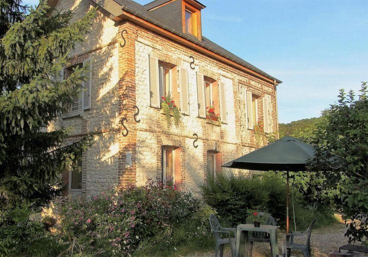 Vous aurez plaisir à séjourner dans cette ancienne meulière de 1840, refaite à neuf, située à 100m du bord de Seine. Restauré avec goût, en n'utilisant que des matériaux naturels (liège, béton de chanvre, laine de bois...), le gîte à Jules est une invitation à la détente et au ressourcement