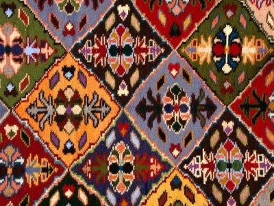 Rezultatele căutării de imagini Google pentru http://2.bp.blogspot.com/-5HhoB849t7w/TmZCakGcVwI/AAAAAAAAAAU/4QU_7KtoQOA/s1600/diana-mayfield-romanian-loom-woven-carpet-detail-suceava-romania.jpg