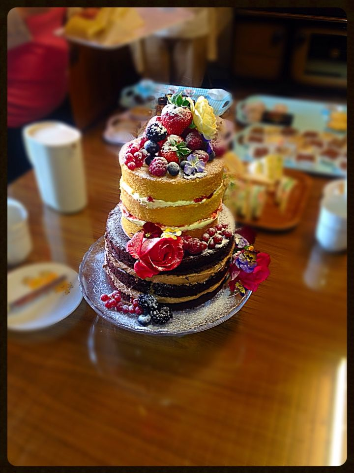 Naked cake, can catch anyone's eye with it's natural simplicity