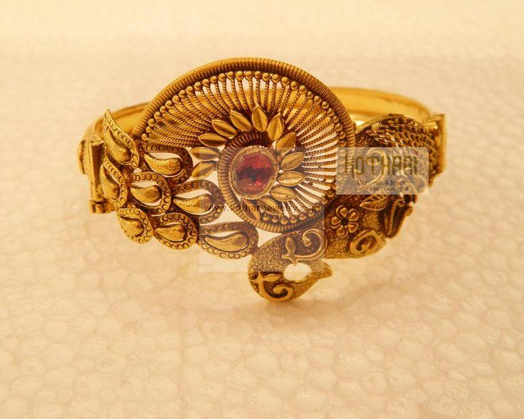 Bracelets / Vanki / Vaddanam - Gold Bracelets / Vanki / Vaddanam (BR27522752) at USD 1,346.02 And EURO 1,107.01