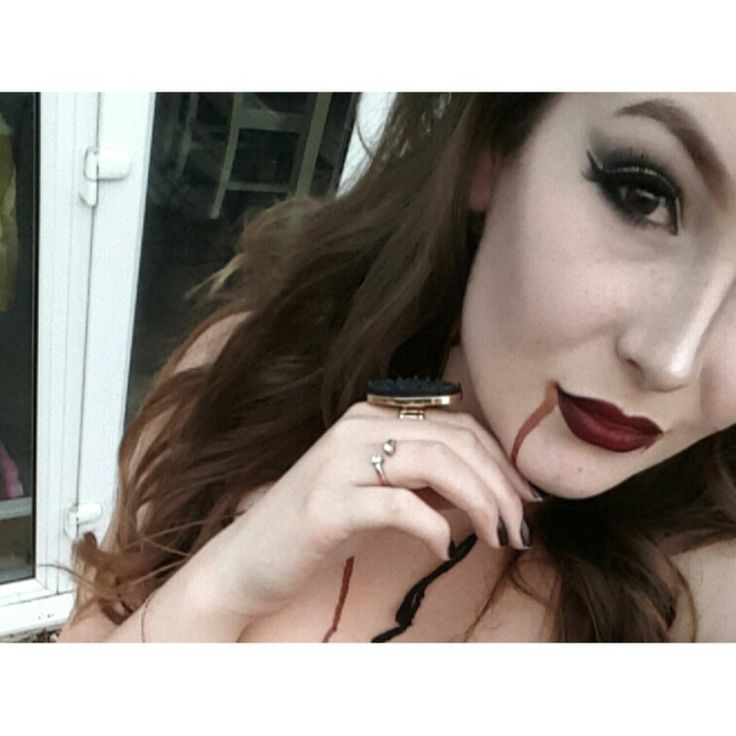 Not my best photo but a look I did a couple weeks ago for a fancy dress party #VAMPIRE YAAAAAAS 💁💁💁
