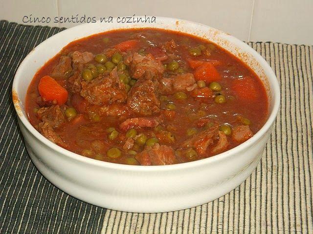 Cinco sentidos na cozinha: Vitela estufada com ervilhas e cenoura ( na panela...