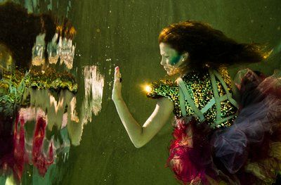 Underwater fashion shooting, Cirque de la Meer. Photo: Vivien Borzi, styling: Gabriella Parádi, make up: Viki Gáspár