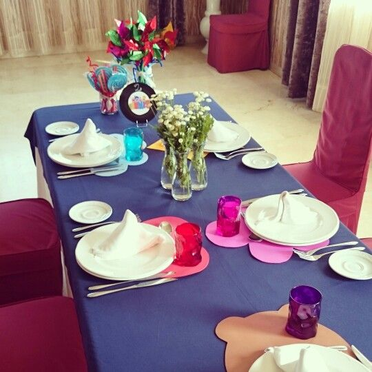 Mesa de niños. Boda romántica y vinilos. Wedding table for children.
