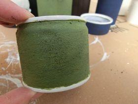 乾くとこんな感じ↓です!  リメ缶20.JPG  途中写真が無いですが、表面は茶色や黒のペンキの残りを使って汚しています