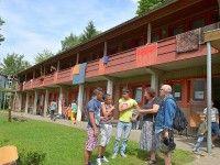 Flüchtlinge kümmerten sich um durchnässte Besucher des Pfingst Open Air