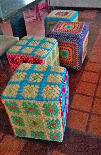 Cubre Puf cuadrados Crochet
