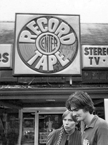 Joni Mitchell & James Taylor, record shopping at the Newport Folk Festival.