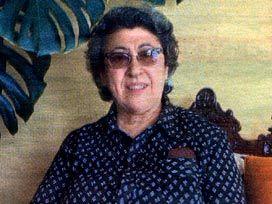 KERİME NADİR - Kerime Nadir Azrak, (d. 5 Şubat 1917 - ö. 20 Mart 1984), Türk yazar.  İstanbul'da doğan Kerime Nadir, Saint Joseph Fransız Kız Lisesi'ni bitirdi. Şiir yazmaya başlamasının ardından ilk öyküleri Servet-i Fünun, Uyanış, Yarımay gibi dergilerde yayımlandı. Düz yazı türündeki çalışmaları Aydabir, Yedigün, Hayat dergilerinde çıktı[1]. 40'tan fazla roman yazan Nadir'in konuları, genellikle kırık aşklar üzerine oldu. Hıçkırık adlı romanında Mustafa Tosun'u ve eşi Üftade hanım'ın…