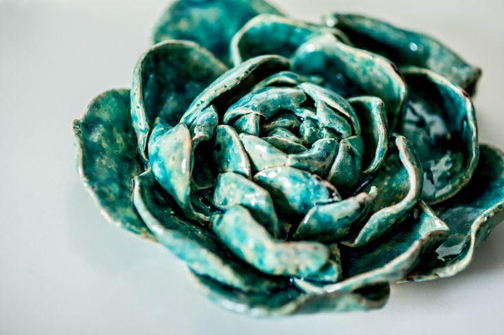 Big ceramic flower. To decorate your interior. 24 cm big. Duży ceramiczny kwiat turkusowy 24 cm w deseo na DaWanda.com