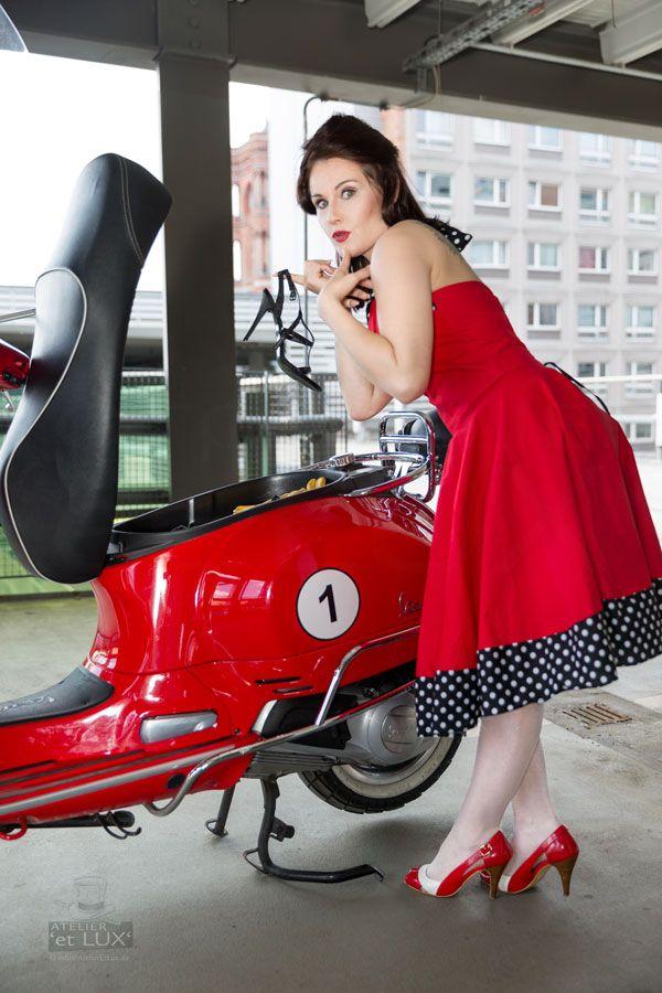 Session 'Red Riding Kate'  Photography: Atelier 'et Lux' Model: Cherryrockz Visagistin: Ivona