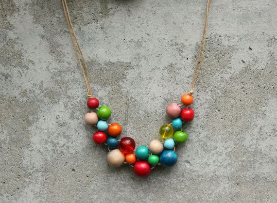 Retro kleuren houten parel ketting, ketting van heldere rode, aqua, groen, oranje, slabbetje, hedendaagse.
