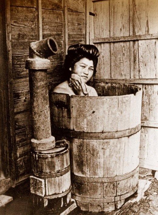 Baño Japones Tradicional: tradicional en forma de tina de madera o hierro fundido se calentaba