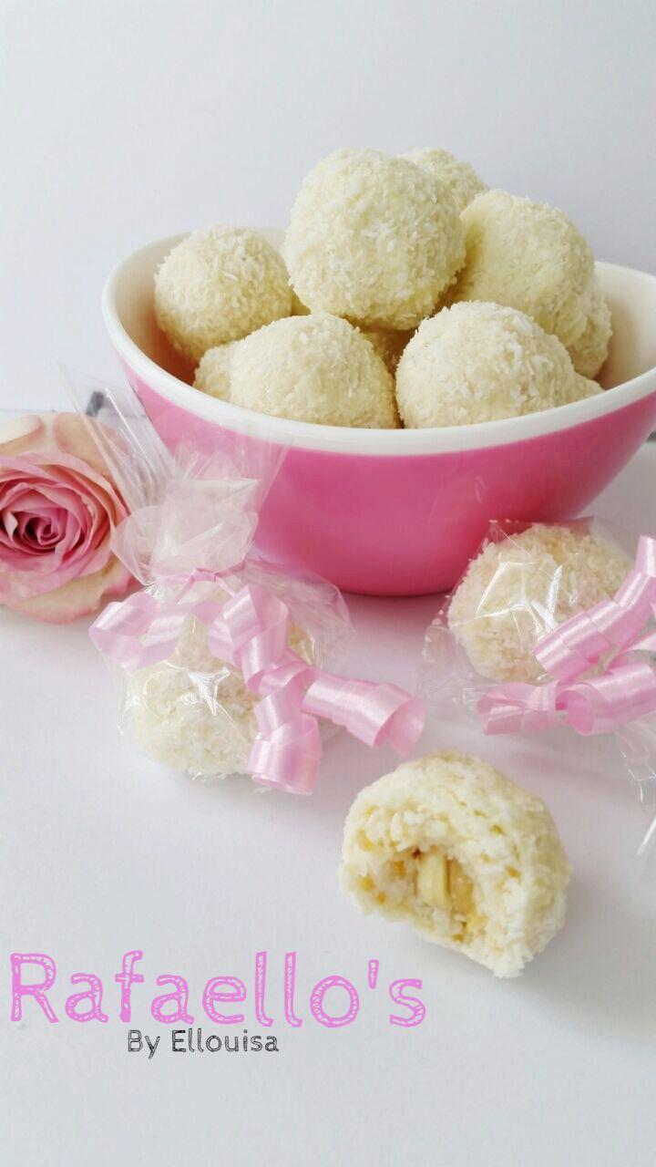 Raffaello's, de sneeuwwitte kokosbonbons, ik ben er gek op. Ik kwam op verschillende sites recepten tegen om ze zelf te maken en heb er een van uit gekozen. Het is niet helemaal hetzelfde, maar denk ook niet dat je dat ooit voor elkaar krijgt.