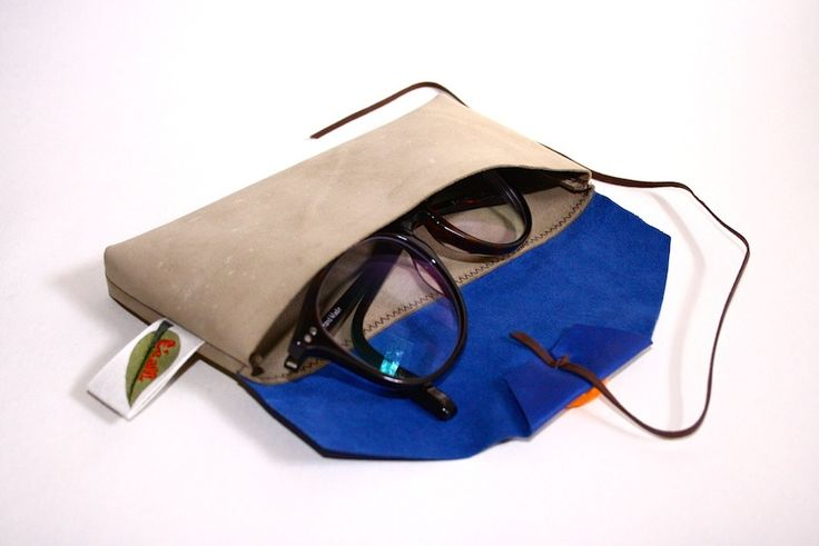 A soft spectacle case to house your second pair of eyes. Handmade in Melbourne, made of 100% kangaroo leather