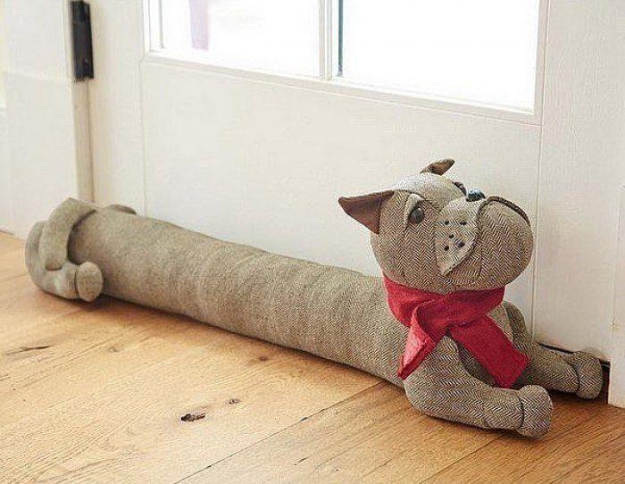 Забавные игрушки — защита от сквозняков | Специалист по дизайну и декору