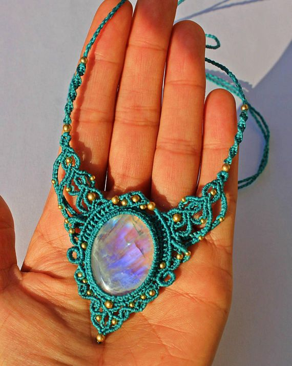 Check out this item in my Etsy shop https://www.etsy.com/dk-en/listing/510069892/moonstone-necklace-macrame-necklace