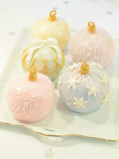 bauble cakes