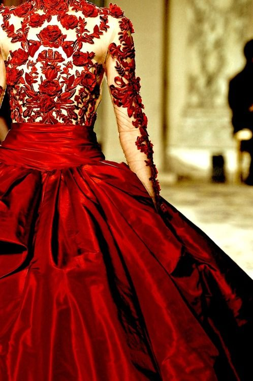 Exquisite.: Lace, Wedding Dressses, Ball Gowns, Color, Dresses, Portraits Paintings, Red Gowns, Red Rose, Red Wedding