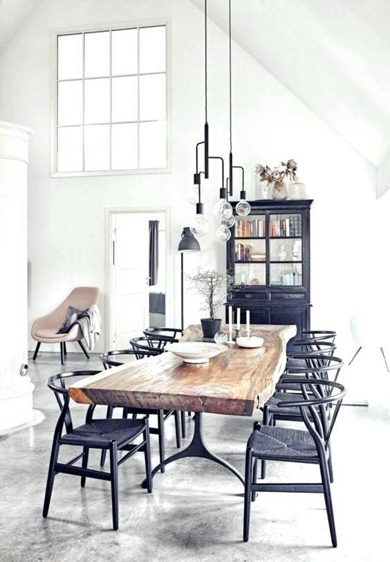 Salle à manger au design industriel Avec une grande table en bois