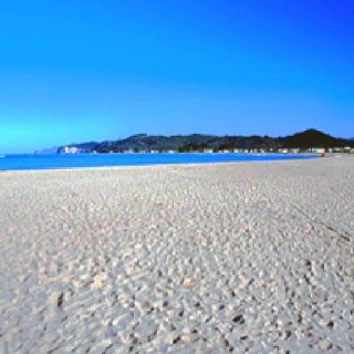 Perhaps the most famous of all beaches in the Coromandel is Whangamata.    Could a place be more beautiful. Hell No.