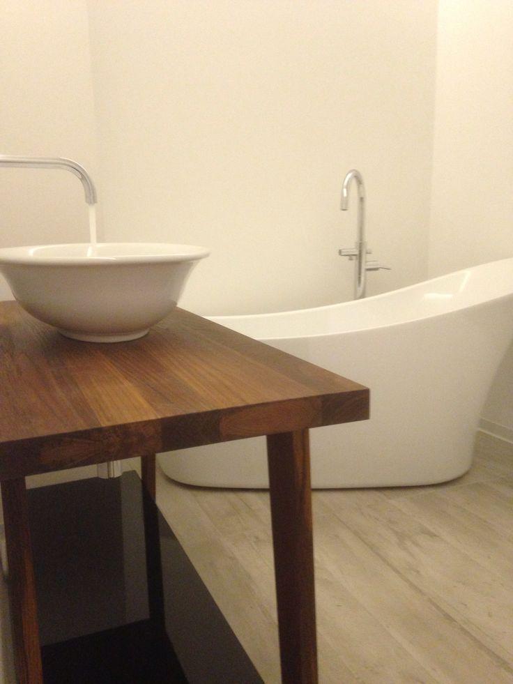 Bathroom. Teak + high gloss black table. Italian wood like tiles.