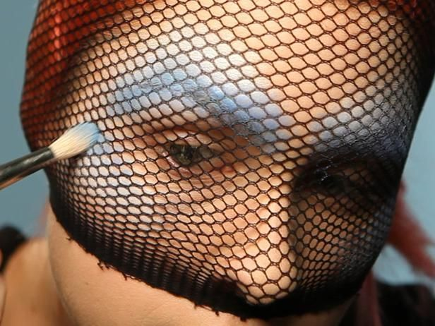 Let's be mermaids!!!!! Mermaid Halloween Costume makeup tip using some tights to get a cool face painted mermaid effect, so smart!! Click photo to see final result. #makeup #mermaid #facepaint