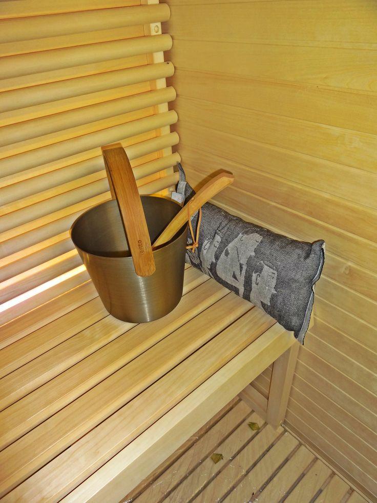 Kiulu ja tyyny - sauna decoration