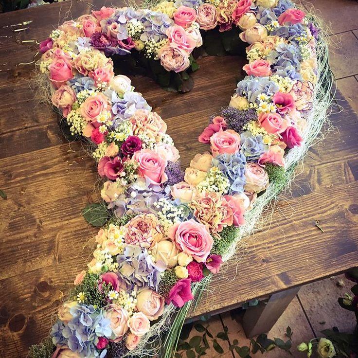 JUST MARRIED ❤️ #hochzeit #wedding #justmarried #liebe #love #whitewedding #blumen #flowers #hochzeitsblumen #rosen #roses #hortensia #maihochzeit #sommerhochzeit #summerwedding #deko #decoration #mrandmrs #instawedding #blattwerkberlingerode #lovemyjob #herz #heart http://gelinshop.com/ipost/1521328279025804427/?code=BUc2AJqFuSL
