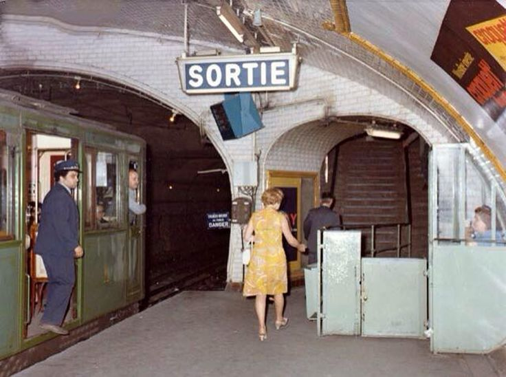 Métro, Paris, 1973.