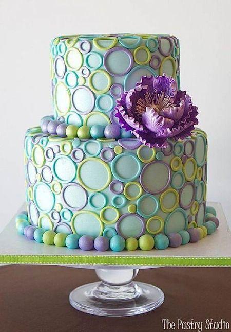 Tarta con círculos de colores. Tartas originales.