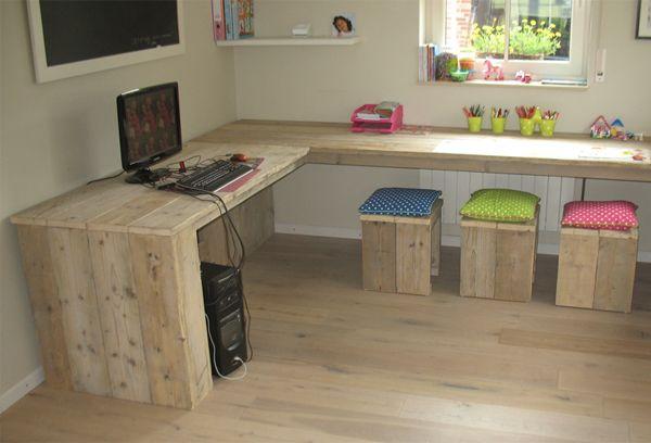 Escritorio para niños de madera reciclada. También hacemos armarios, bancos, taburetes, tumbonas, decoraciones y proyectos completos! Todo a buen precio!