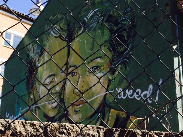 Vacker väggmålning på ett dagis (barnehage), tyvärr någon som förfulat den- skämmes ta mig fan!
