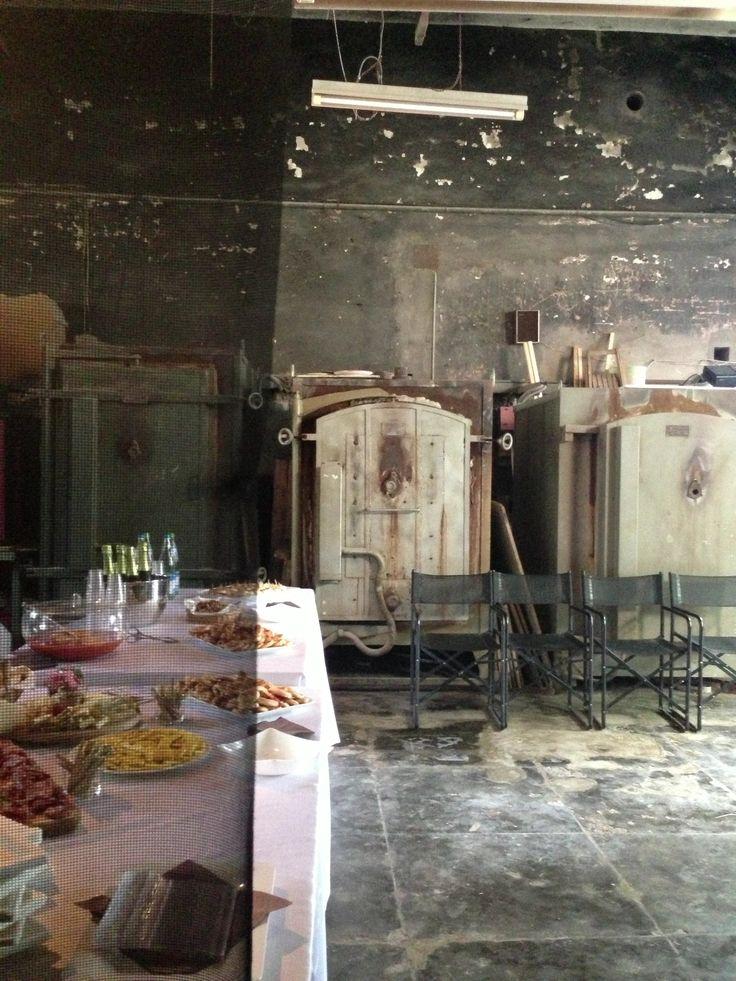 aperitivo allestito nella sala dei forni