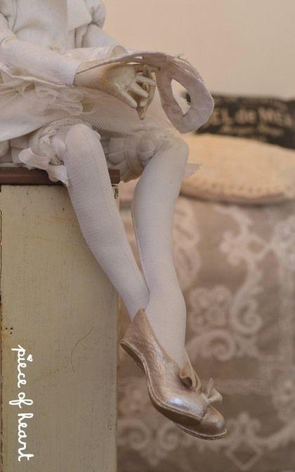 Купить или заказать вкус и цвет . м е р е н г а в интернет-магазине на Ярмарке Мастеров. шелковый блеск взбитых в крутую пену белков, воздушный десерт, как объемная балетная пачка, легкость в белых перышках ... ассоциации: белый-зима-карнавал...в итоге получилась такая кукла здесь шелк, дамаст, фатин, кружево, кожа, кракле, масло шарнирная текстильная кукла примет участие в 5й юбилейной московской международной выставке ' Искусство куклы' 12-14 декабря в Гостинном…