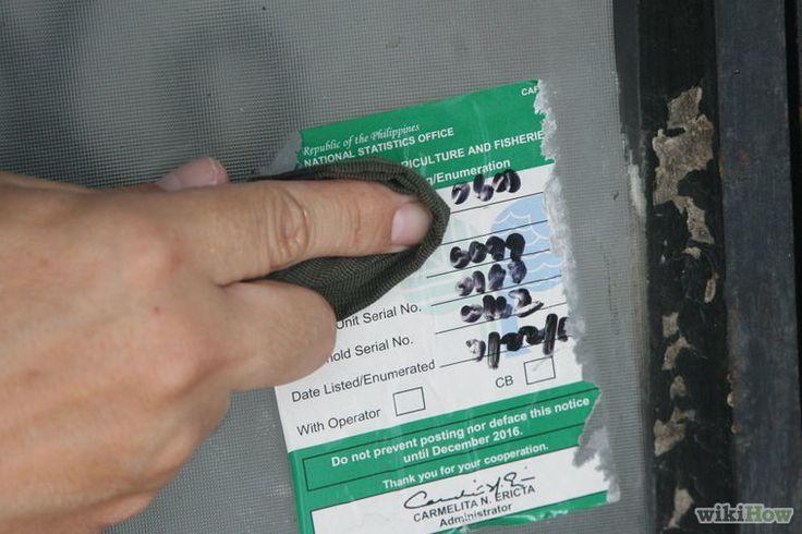 Come rimuovere le etichette da diverse superfici con prodotti di uso comune