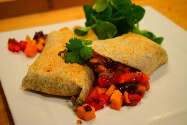 Dominique's kitchen: Burritos met geroosterde groenten en bruine bonen ...  Nieuwsgierig naar het recept? Neem een kijkje op mijn blog. Curious for the recipe? Visit my blog.  #blackbeans #bruinebonen #burrito #cheddar #chili #cilantro #cumin #jalapeno #komijn #koriander #redonion #rodeui #sweetpotatoe #tortilla #wraps #veggie #zoeteaardappel