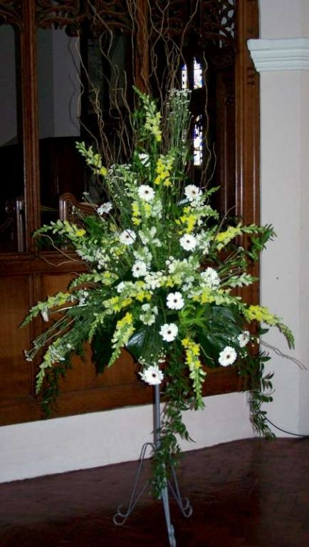 Church Flowers England Pedestal Displays At Immanuel