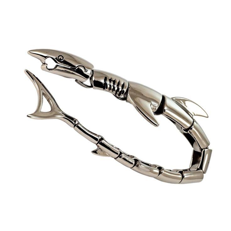 Байкерский мужской браслет изгипоаллергенной медицинской стали 316L, не содержащей примесей никеля и цинка, в форме сегментов акулы с оригинальной застёжкой - головой акулы, кусающей себя за хвост. Браслет SteelShark - прекрасный подарок для энергичного, уверенного в себе мужчины, ведуще
