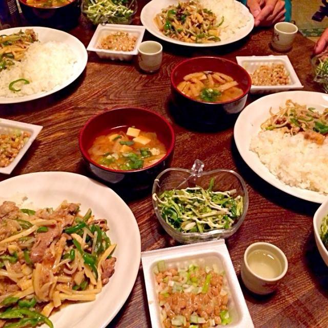 簡単晩御飯。 - 16件のもぐもぐ - 青椒肉絲とライスとお味噌汁とサラダと納豆と日本酒 by toki69